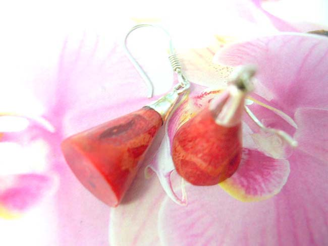 B2b bali jewelry supplier imports Garnet red gemstone earrings in triangle design with 925. sterling silver mounting