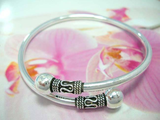 Designer accessory boutique warehouse, Trendy 925. sterling silver bangle bracelet with beaded coil and snaky design