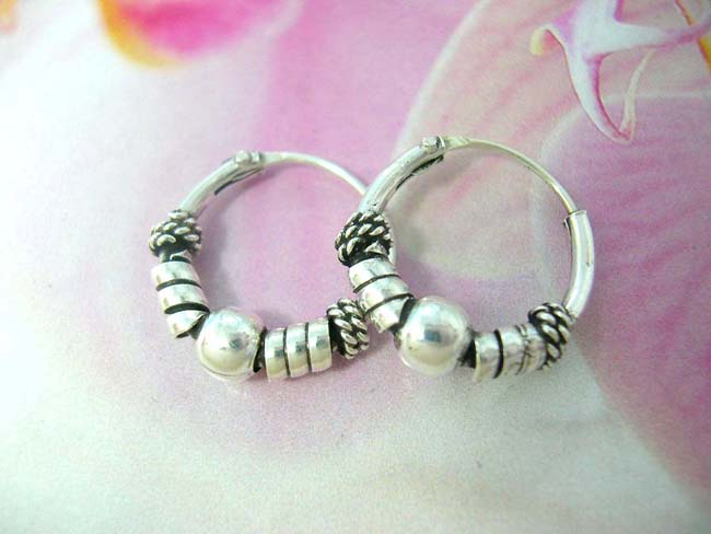 Birthday accessory export dealer, 925. Sterling silver bead, and coil design on bali hoop earrings