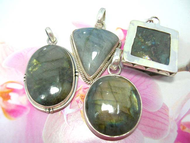 Online ladies jewelry store, Elegant high style gemstone inlaid in 925. sterling silver vintage designed pendant