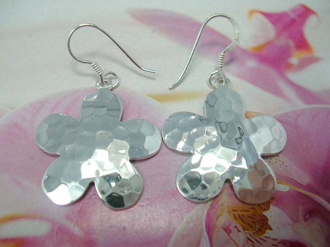 Indonesian art jewelry supplier, 925. Sterling silver daisy designed earrings