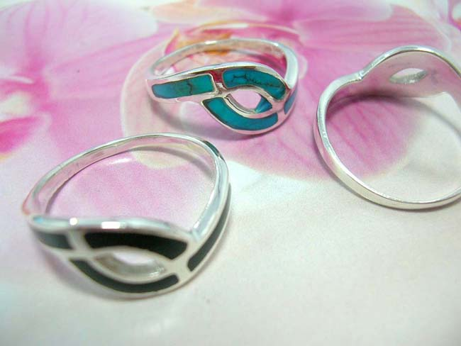 Online bali rings outlet, 925. Sterling silver band forming cut out oval shape embedded with beautiful bali crafted gemstone