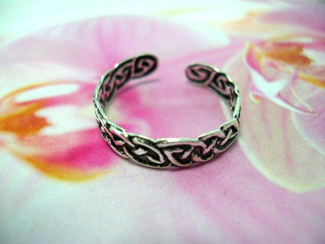 Online jewelry factory. Handcrafted celtic triqueta knot band toering. made from 925. sterling silver